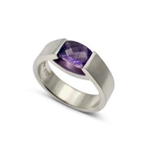 Amethyst smile ring design by Mia van Beek