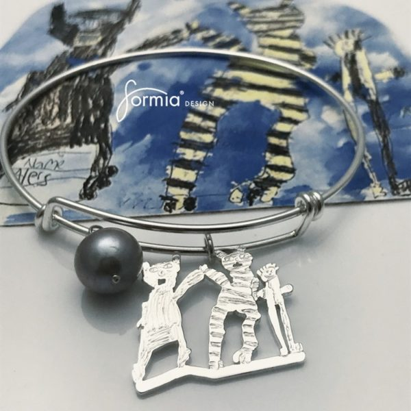 Expandable bracelet with custom made charm