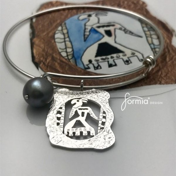 Expandable charm bracelet with design your own charm using your image