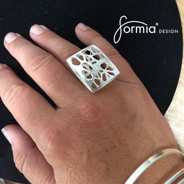 Statement ring shadow ring for trendy mom
