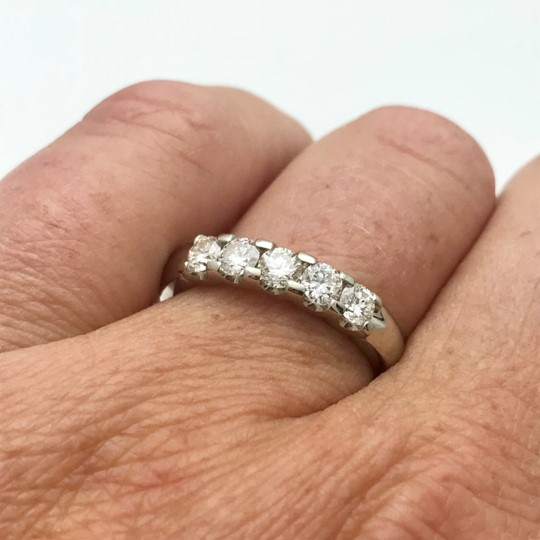 Shared pring classic wedding anniversay ring with diamonds