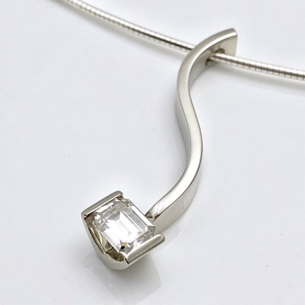 Extraordinarily beautiful pendant makes me smile and I want one too