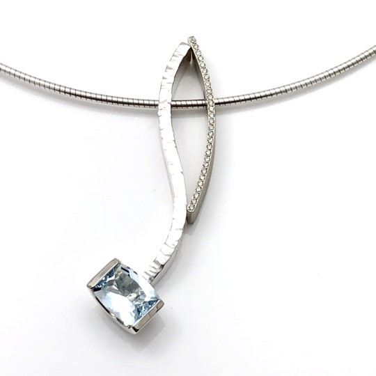 Sky blue topaz serpentine pendant in combination with tiny diamond convex pendant