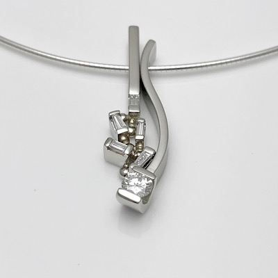 Diamonds looking better in new combination pendant design