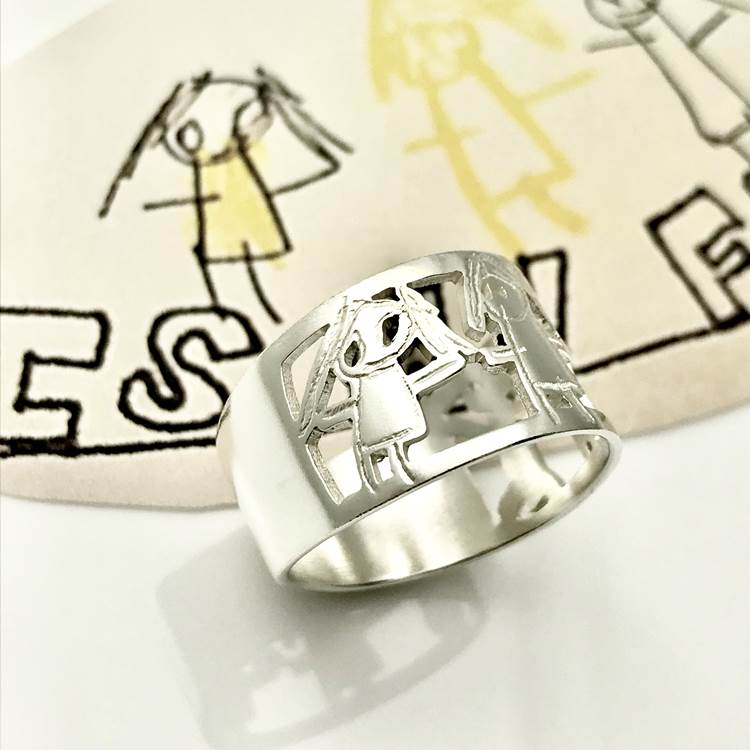 Family portraits on a ring for Mom, family ring in sterling silver, Mothers Day gift ideas