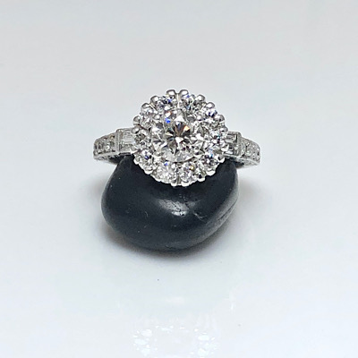 Mesmerizing ring, diamond halo engagement ring